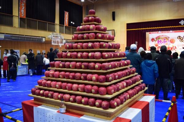 藤崎秋まつり りんごピラミッド